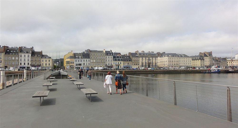 Passerelle sur le port