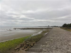 Walk around the fort La Hougue at Saint-Vaast-la-Hougue