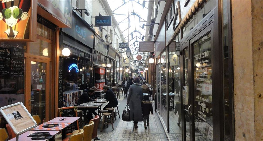Restaurants in the passages of the Panoramas