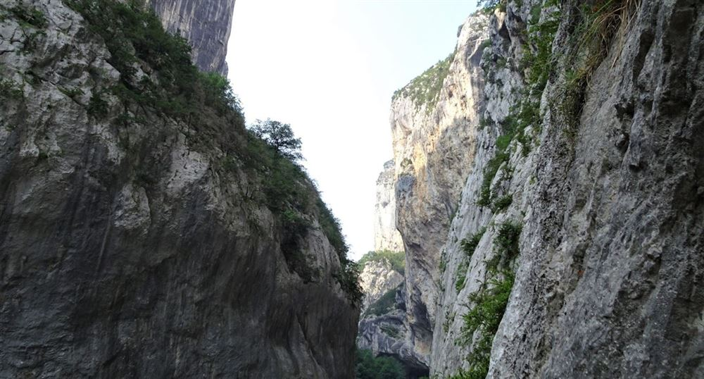 The steep banks of the Verdon
