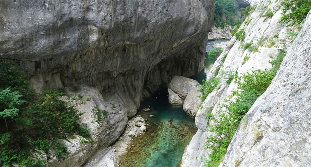Along the Blanc-Martel Trail