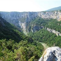 The descent to the Verdon by the chalet of the Maline