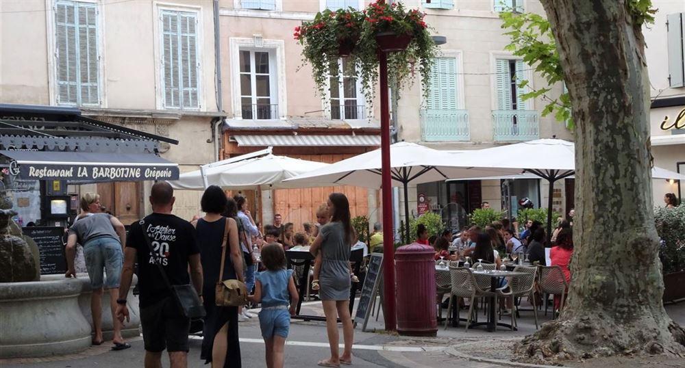 Les restaurants sur la place de l'Hôtel de Ville