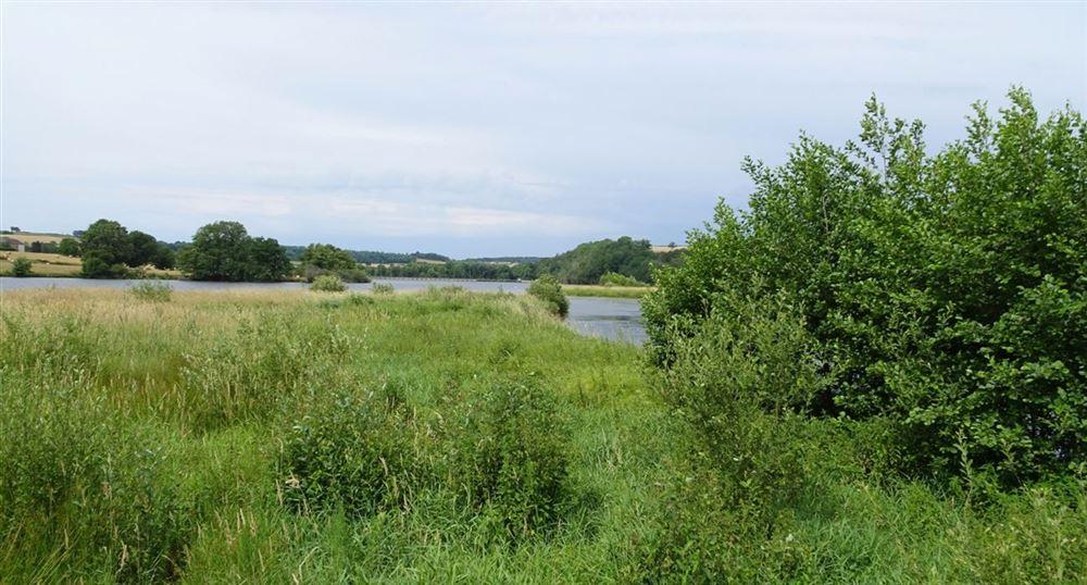 Le sentier de découverte du petit lac de Pannecière
