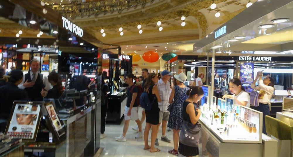 The aisles of Galeries Lafayette