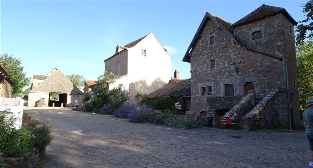 La place devant le château
