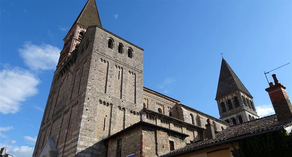 Vue sur l'abbaye de Saint-Philibert