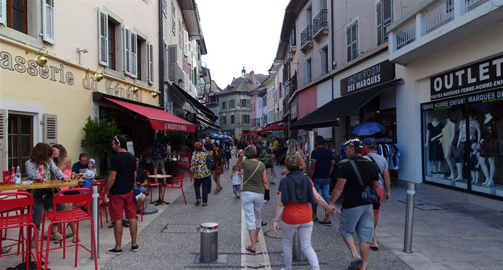 La grande rue commerçante