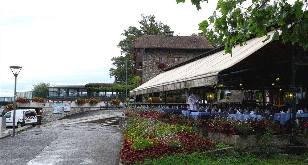 Un restaurant sur le port