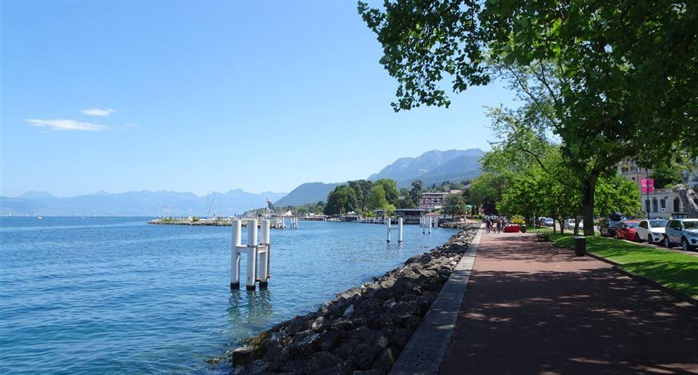 The walk along Lake Geneva