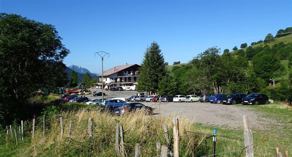 Le parking du Col de Creusaz