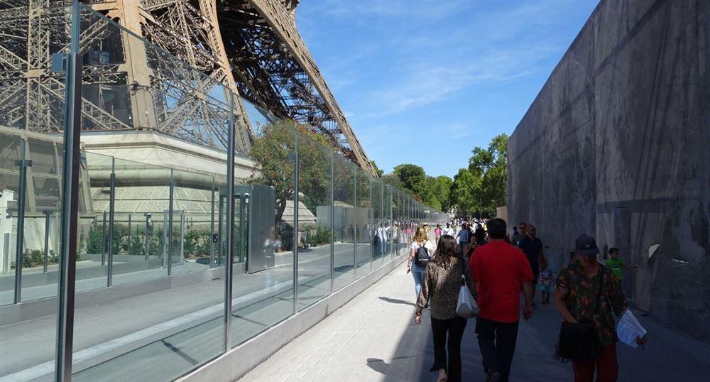 Le mur autour de la Tour Eiffel
