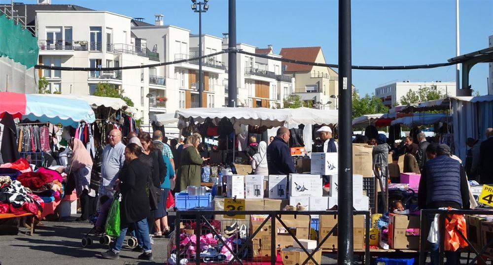 L'extérieur du marché des Merisiers