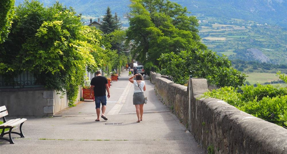 La promenade du belvédère du bord du Roc