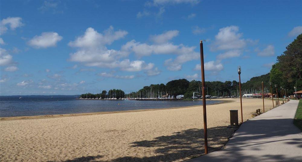 La plage de Cazaux lac