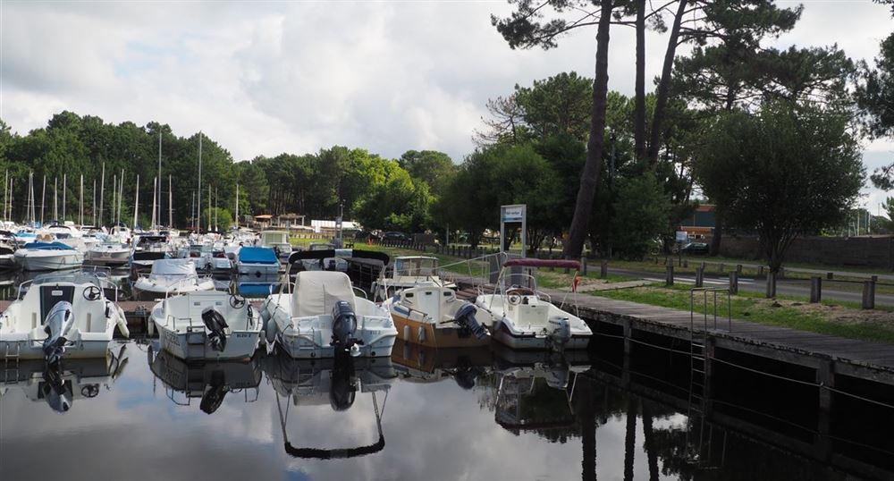 Le port du lac de Cazaux