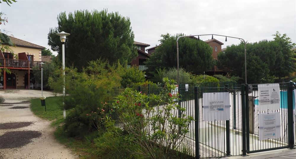 L'entrée de la piscine